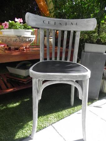 Top Chaine En Bois Fonce Patinee Ton Sur Ton Assise Faite En Peinture  Ardoise Chaise Destinee With Peindre Une Chaise En Bois